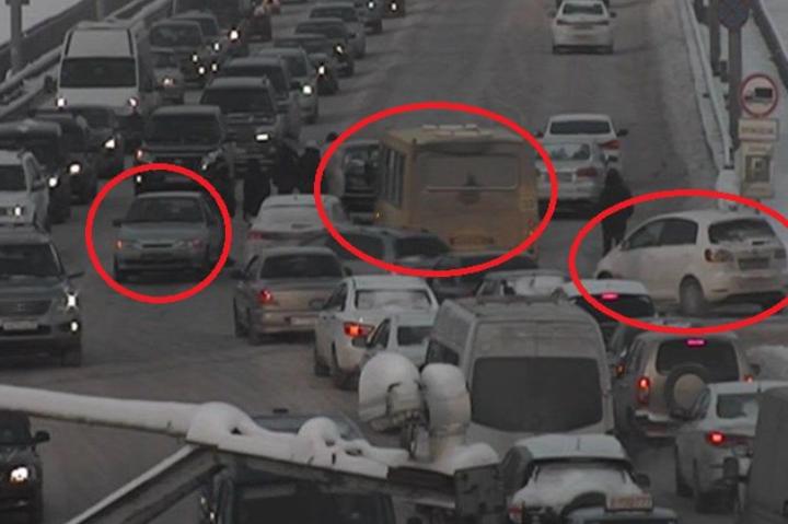 ВПерми наКоммунальном мосту автобус протаранил три автомобиля