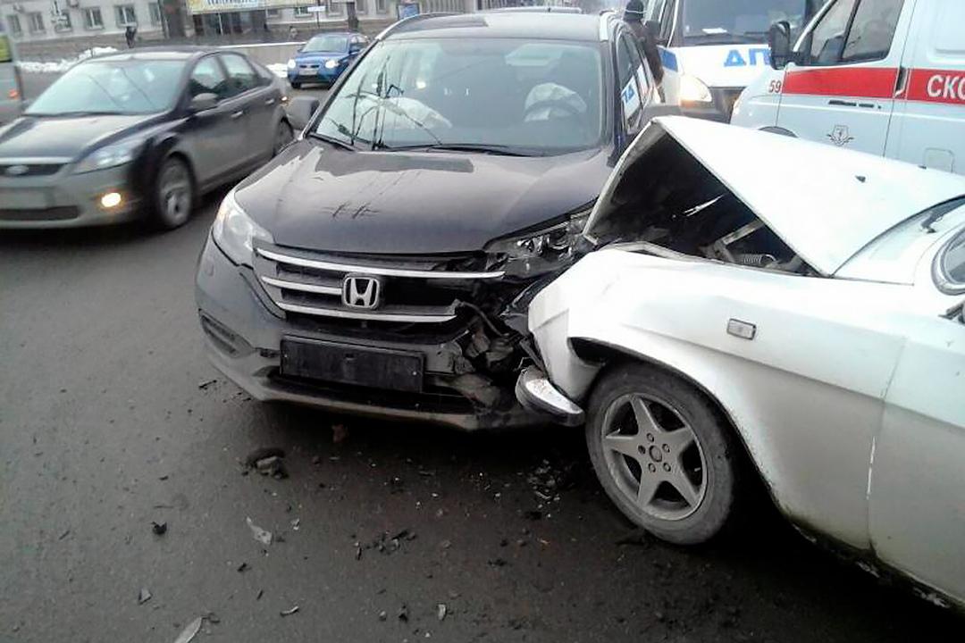 Вцентре Челябинска вДТП пострадали два ребенка идевушка