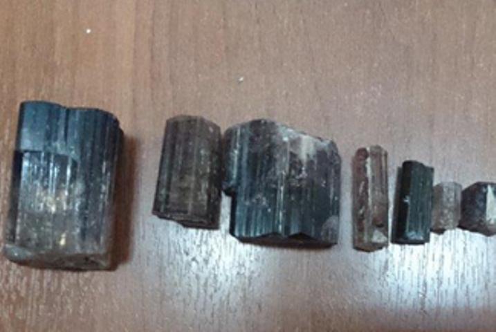 Улан-удэнка перевозила всапоге минеральные камни