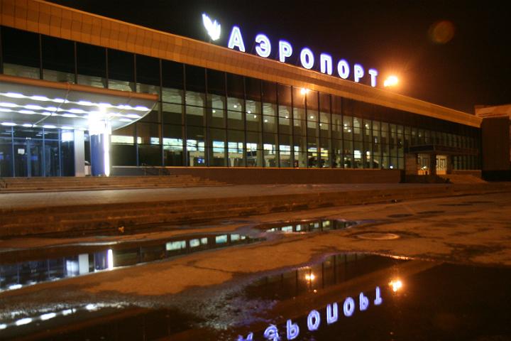 Пассажиров аэропорта Челябинска эвакуировали после сообщения обомбе