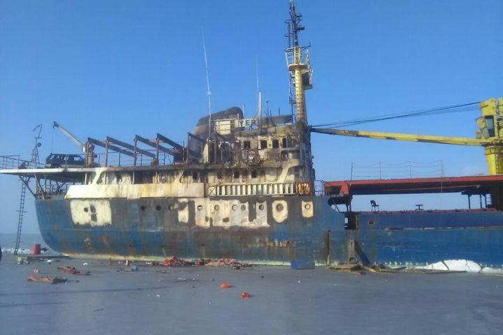 Брошенное уберегов Владивостока судно «Еруслан» доставят в неопасное место