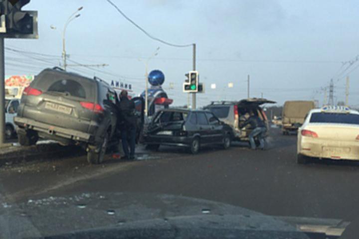 Напроспекте Московском втройном ДТП женщина-водитель повредила позвоночник