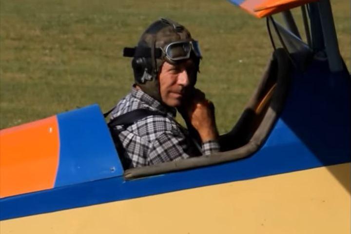 ВНовосибирске пенсионеру непозволяют летать насамодельном самолете