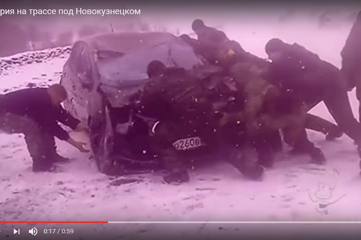 Красноярские спортсменки ехали вШерегеш иперевернулись под Новокузнецком