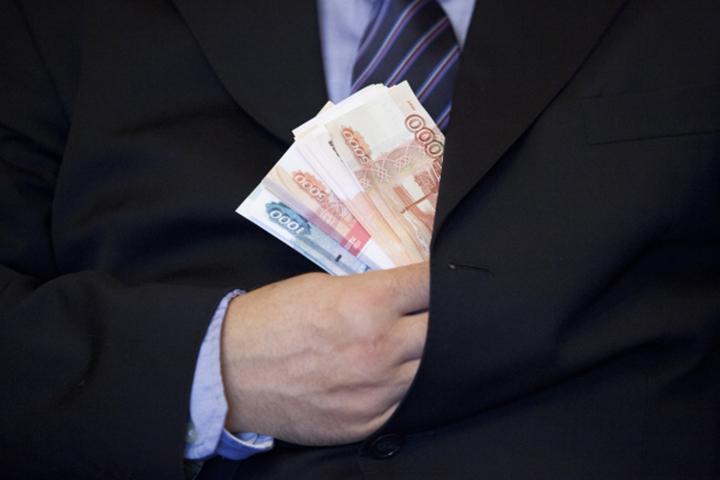 Автолюбитель Николаевска-на-Амуре пытался подкупить полицейских