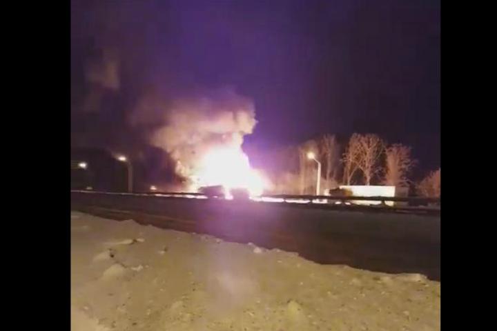 Под Уфой дорогу М5 перекрыли из-за возгорания автоцистерн спропаном