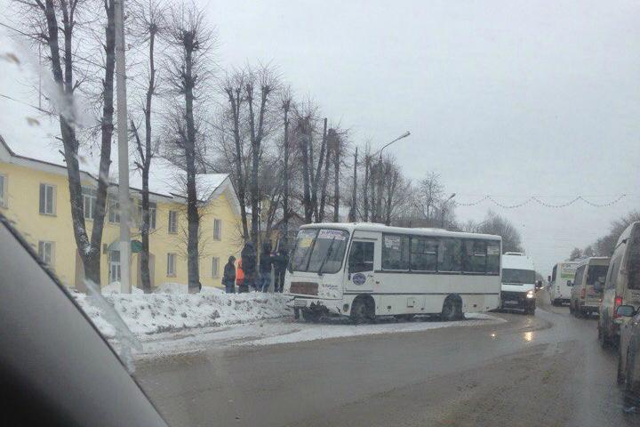 ВТвери наПетербургском шоссе автобус столкнулся смаршруткой