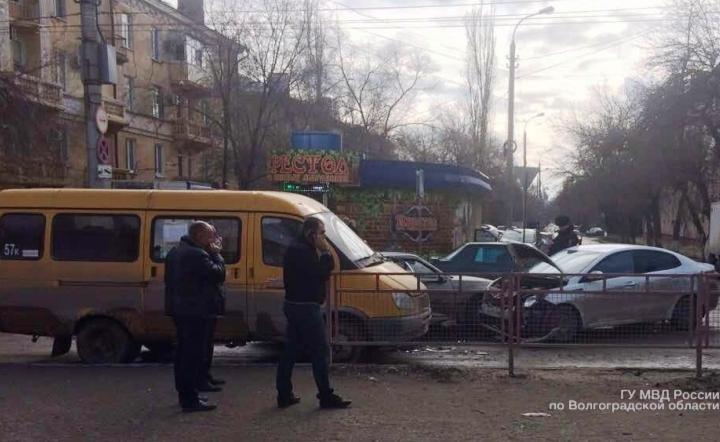 ВВолгограде случилось тройное ДТП смаршруткой, пострадала пенсионерка