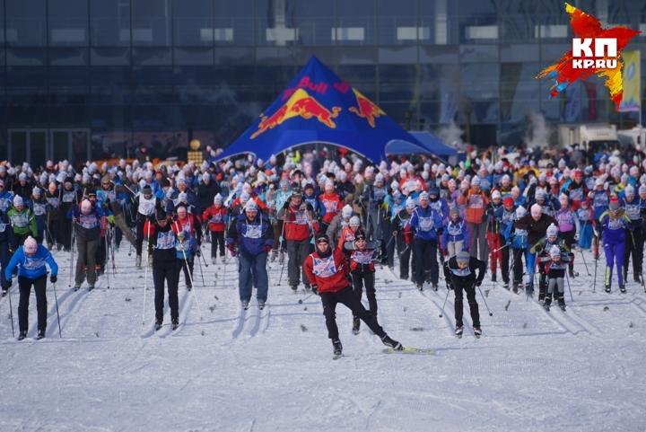 ВЕкатеринбурге шесть сотен лыжников пробежали марафон «Европа— Азия»