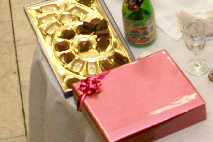 Воронежским мужчинам на23февраля подарили конфеты софицером вермахта