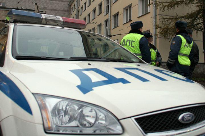 ВПетербурге двое служащих ГИБДД обвиняются вполучении взятки