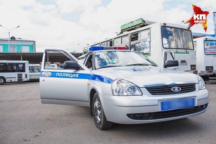 ВТверской области «Ауди» врезалась встоящую фуру, погибли два человека