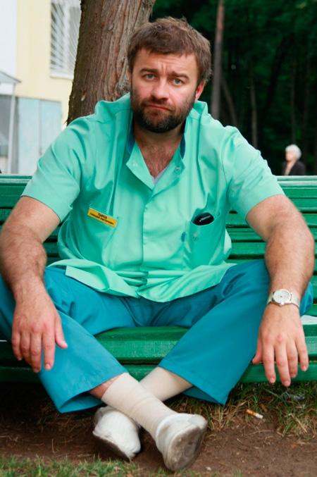 «К медицине никакого отношения не имею, врачей вообще боюсь!» - отшучивался во время съемок «Тырсы» Пореченков, которого наш брат-журналист терзал вопросами о том, что общего у актера с его героем.