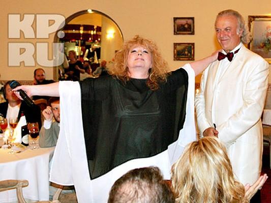 Алла Борисовна не пропускает ни одного торжества любимого поэта. Фото Аллы ЧЕТВЕРИКОВОЙ