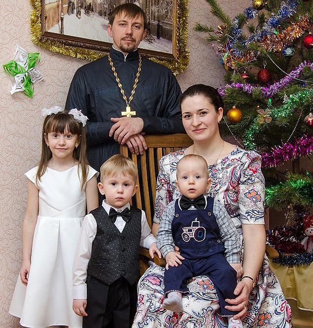Типичная семья покупателей (на фото матушка Юлия из города Губкин Белгородской области с мужем и детьми). ФОТО: Предоставлено магазином