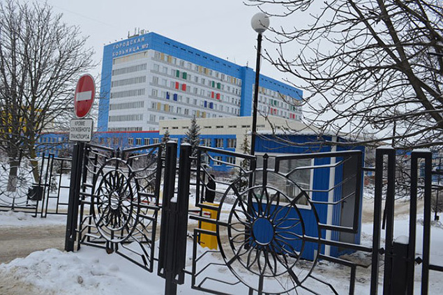 В саму больницу сейчас не прорваться Фото: Кристина САЛГАЛОВА