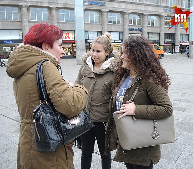 Кэролайн и Анна: мамы не разрешают им выходить по вечерам Фото: Дарья АСЛАМОВА