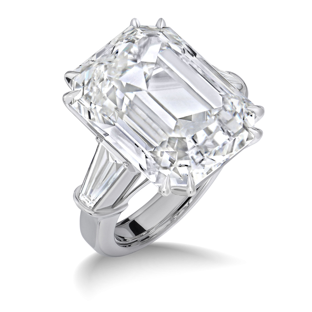 Пэкер подарил Мэрайе на помолвку кольцо с бриллиантом в 35 каратов кольцо с бриллиантом стоимостью 7,5 милилонов долларов. Это ли не серьезные чувства? Фото: SPLASH NEWS