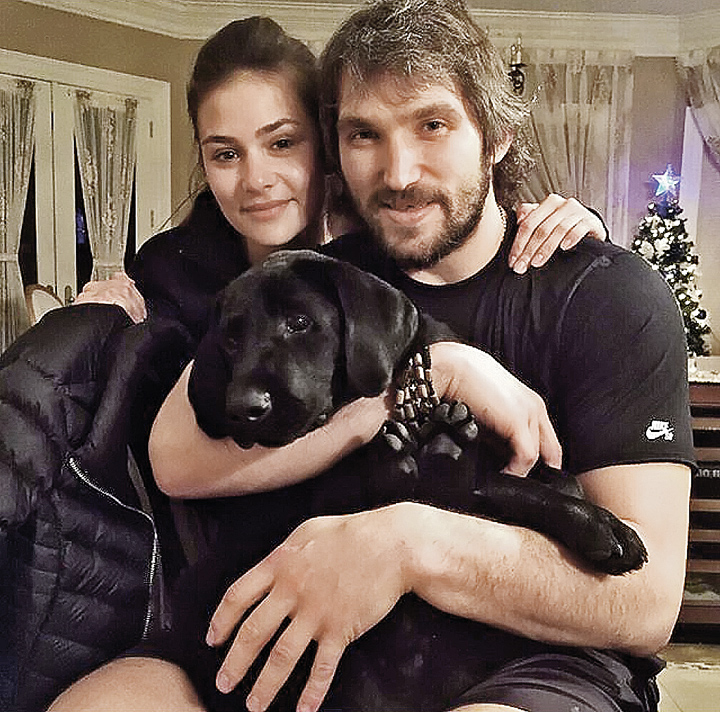 Одно из самых громких спортивно-светских событий года - помолвка дочери Веры Глаголевой Насти Шубской с хоккеистом Александром Овечкиным. Фото: Instagram.com