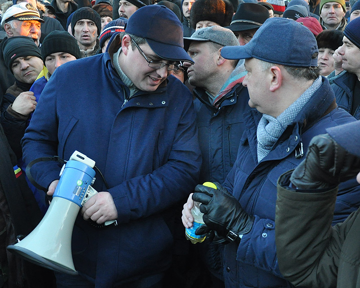 Ренато Усатый на митинге среди сторонников. Фото: Сергей СЕДЛЕЦКИЙ