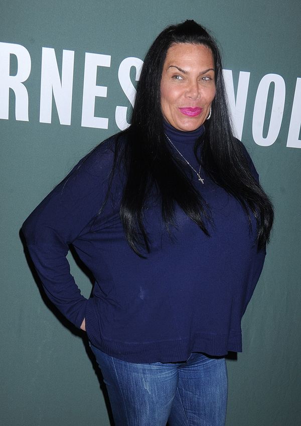 Анджела никогда не считала, что она выглядит «черезчур». Фото: SPLASH NEWS