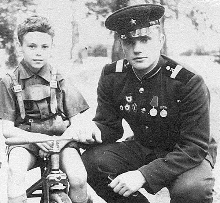 Сержант Геннадий Зюганов.