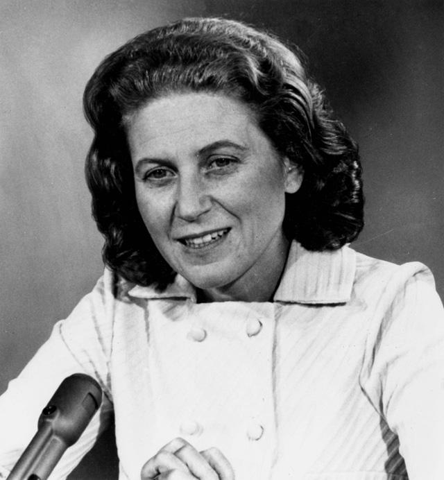 """1969 год. Дочь Иосифа Сталина Светлана Аллилуева во время интервью телекомпании NBC в программе """"Встреча с прессой""""."""