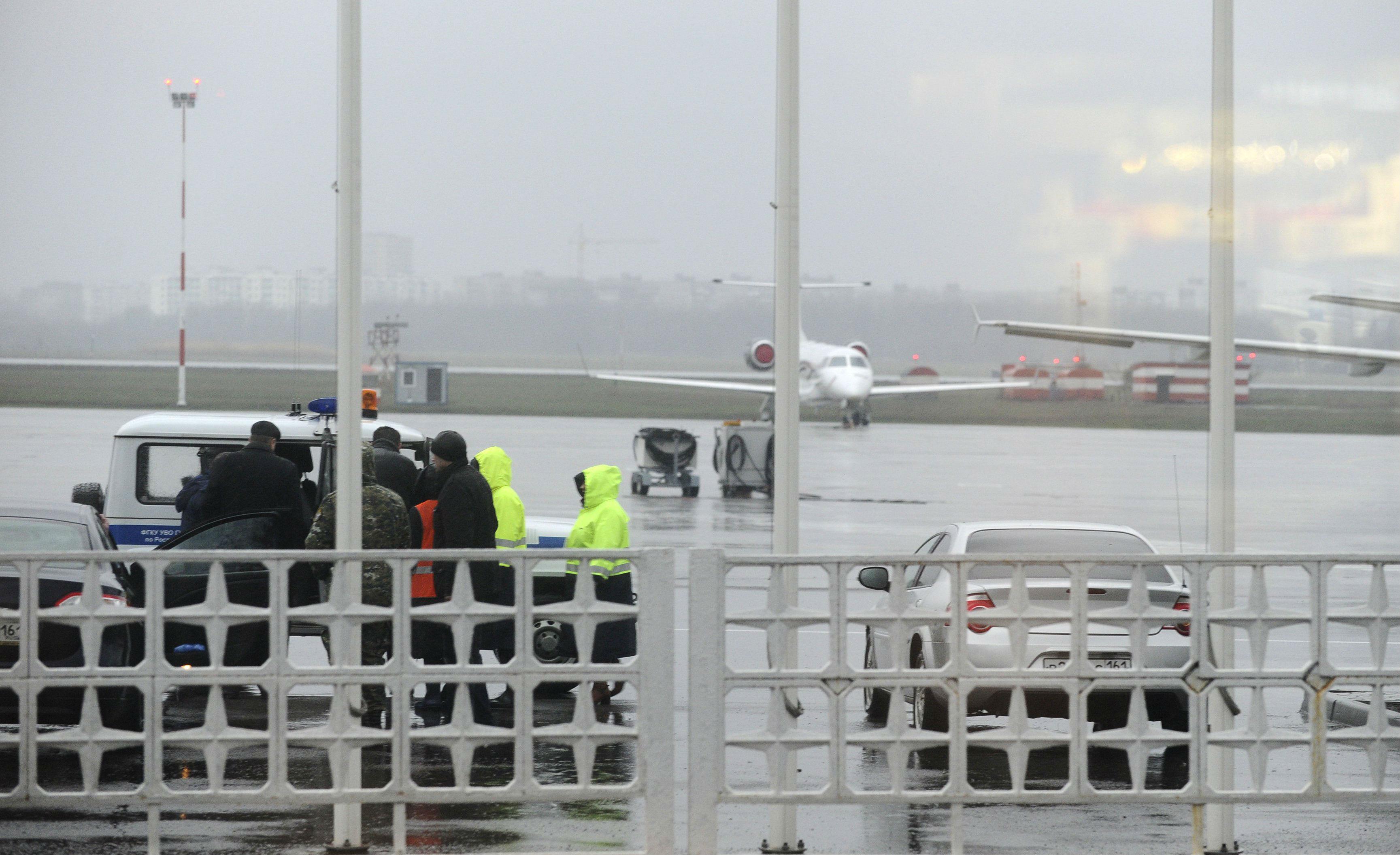 Пассажирский самолет авиакомпании FlyDubai упал в 50–100 метрах от взлетно-посадочной полосы. Фото: REUTERS