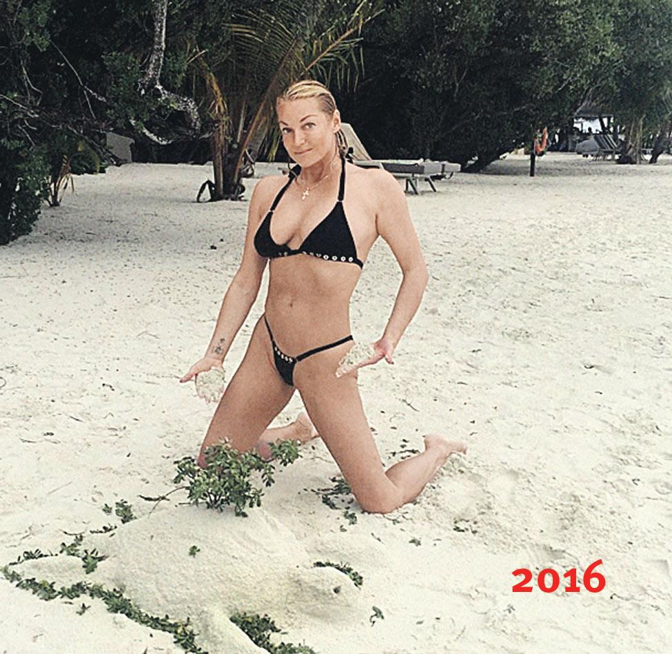 Студентка в белом купальнике 6 фотография