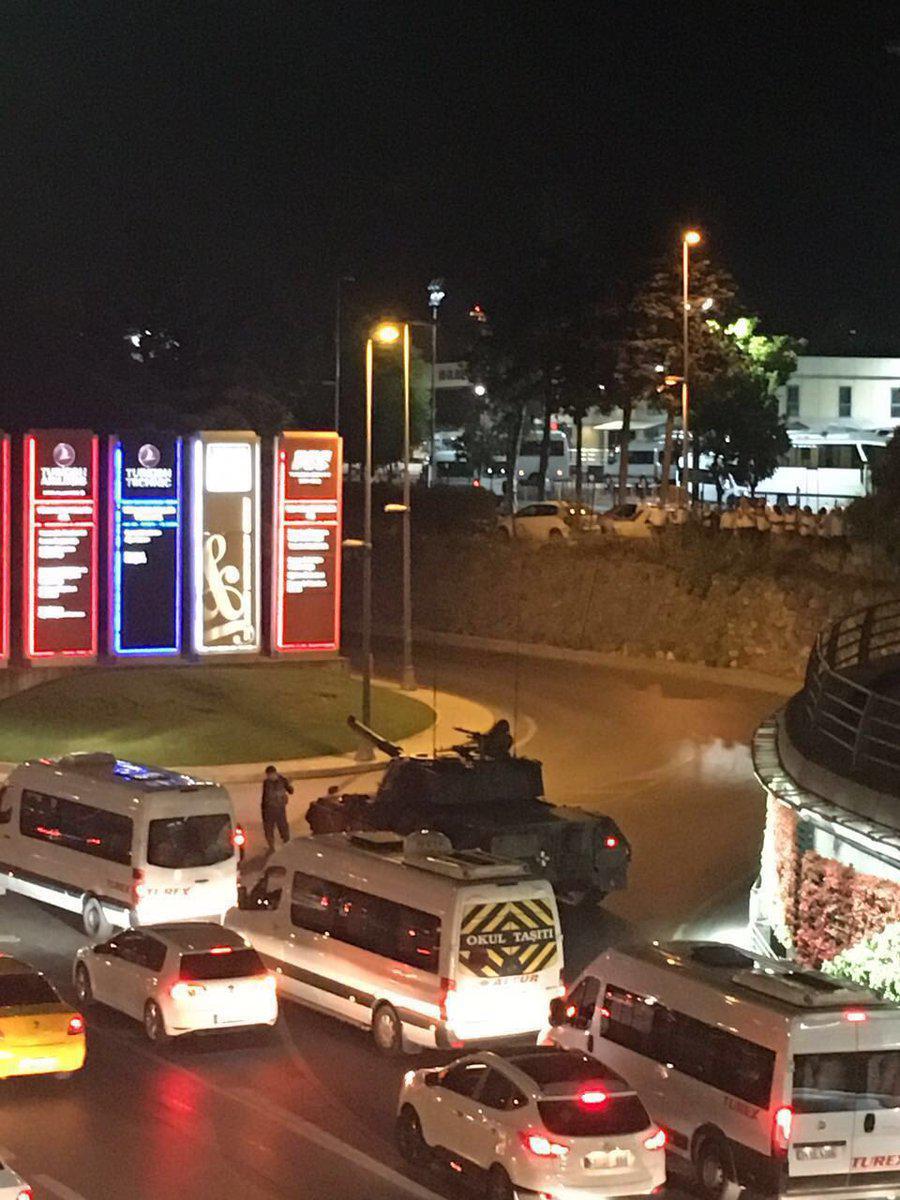 Блокирование босфорского моста Фото: twitter.com/agirecudi/