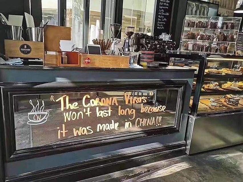 Надпись в сиднейском кафе: «Коронавирус - это ненадолго, потому что он сделан в Китае».