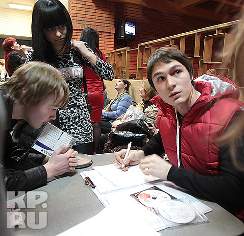 Не обошлось без накладок - анкет участников на всех не хватило Фото: Михаил ФРОЛОВ