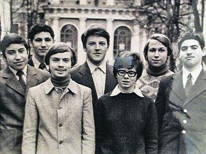 Группа учеников ленинградского математического кружка; Перельман - крайний справа.