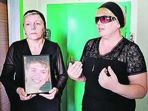 Мама Ивана Агафонова (на фото - справа) теперь не имеет претензий к медикам. Фото: Сергей ШАХИДЖАНЯН