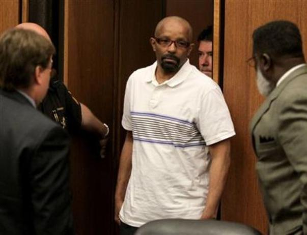 «Кливлендский маньяк» Энтони Соуэлл, жертвами которого стали 11 женщин. Полиция считает, что именно с него брал пример очередной серийный убийца