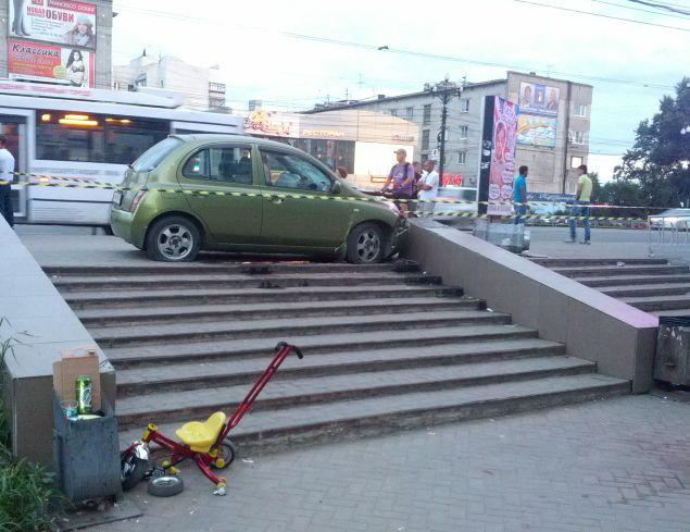 Состояние 5 пострадавших в этой аварии оценивается как стабильно тяжелое Фото: Борис КОКУРИН
