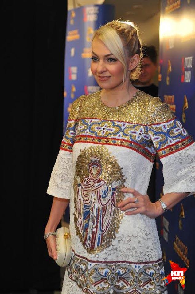 Платье Яны Рудковской тоже сразило закулисье, но уже с положительной стороны Фото: Иван ВИСЛОВ