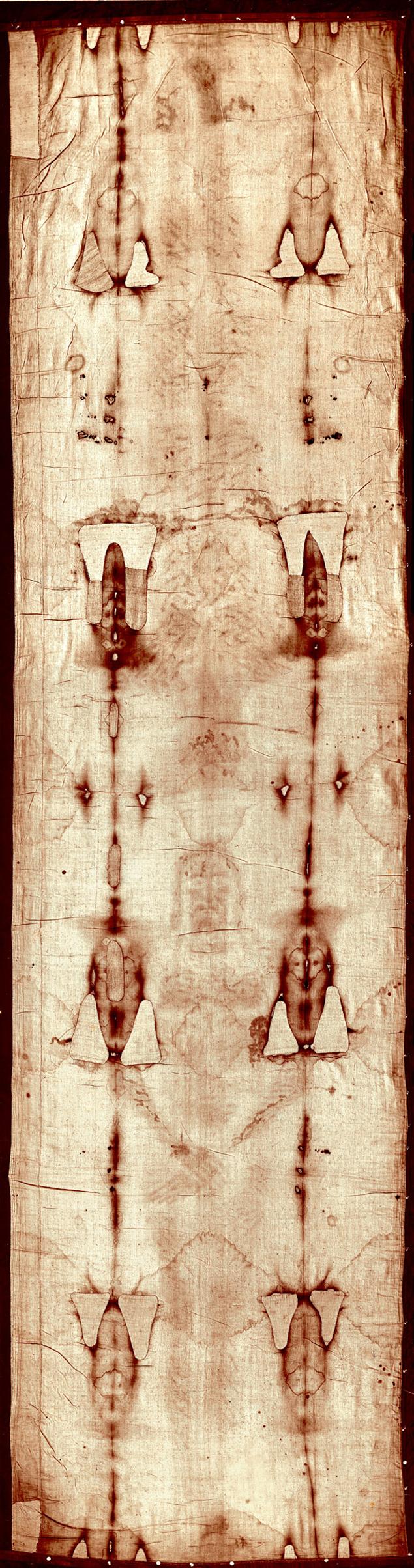 Два изображения получились потому, что на одной части плащаницы Иисус лежал, а другой был прикрыт - через голову