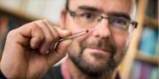 Алмаз с включением рингвудита, вынесенный на поверхность с глубины более 500 километров, возможно, вместе с водой Всемирного потопа