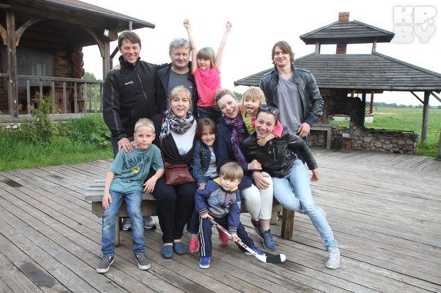 Большая дружная семья Михаила Грабовского. Фото: Виктор ГИЛИЦКИЙ