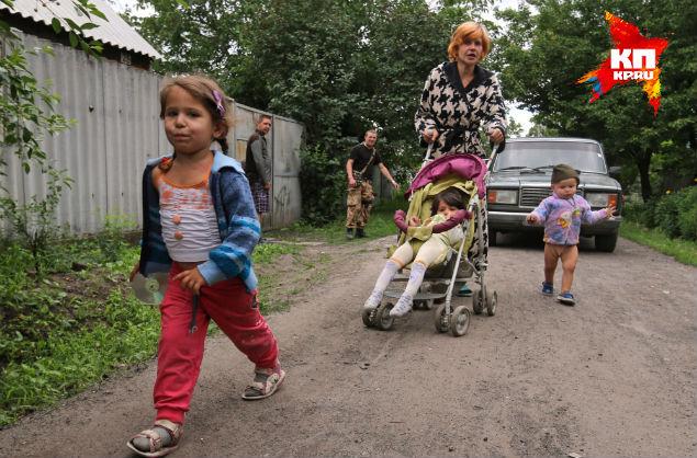 Семья Кобченко, которой наши спецкоры привезли памперсы Фото: Александр КОЦ, Дмитрий СТЕШИН