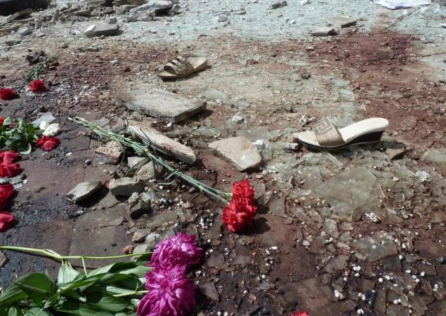 """А это фото с места обстрела Луганской администрации, где погибли мирные жители. Украинские генералы продолжают воевать с мифическими """"террористами"""""""