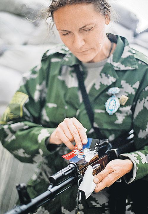 Маргарита Зайдлер влюбую минуту была готова отразить атаку киевских карателей. Фото: ТАСС