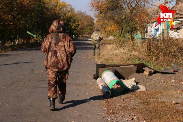 Поселок Никишино, две трети контролирует ополчение, на остальной территории — украинские войска. Фото: Александр КОЦ, Дмитрий СТЕШИН