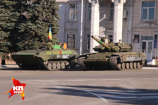 Казачьи танки в Перевальске Фото: Александр КОЦ, Дмитрий СТЕШИН