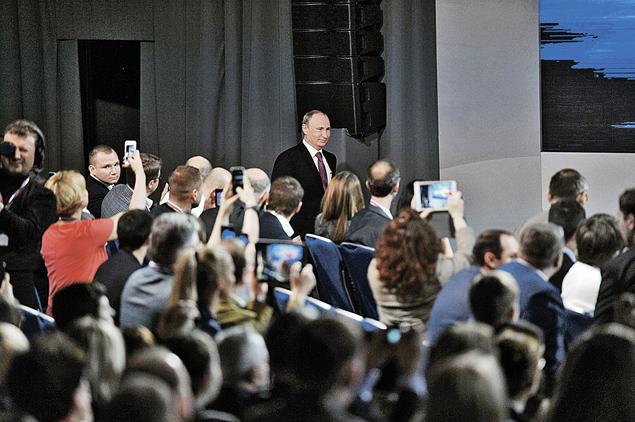 Первое, о чем журналисты спросили Путина - что происходит с рублем и как он оценивает действия правительства и Центробанка. Фото: Владимир ВЕЛЕНГУРИН