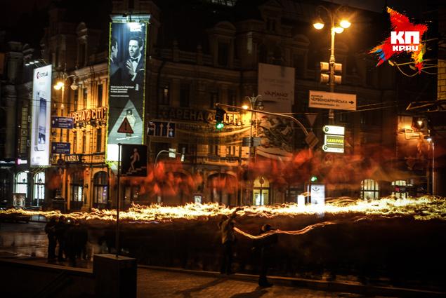 Колонна прошагала через весь Крещатик до главной площади. Фото: Олег ТЕРЕЩЕНКО