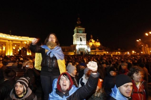 """1 декабря 2013 года около 10 тысяч жителей Львова приехали в Киев, чтобы принять участие в """"народном вече"""". Фото: REUTERS"""