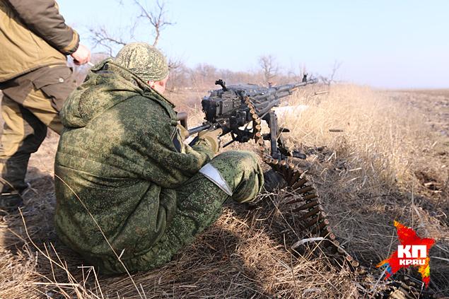 Пулеметчик выпускает ленивую очередь Фото: Александр КОЦ, Дмитрий СТЕШИН
