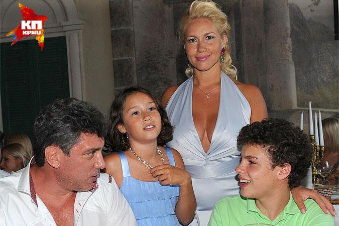 Борис Немцов и Екатерина Одинцова с детьми на праздновании дня рождения Екатерины Одинцовой. 13 июля 2011 года. Фото: Мила СТРИЖ